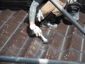屋根上塗り刷毛入れ
