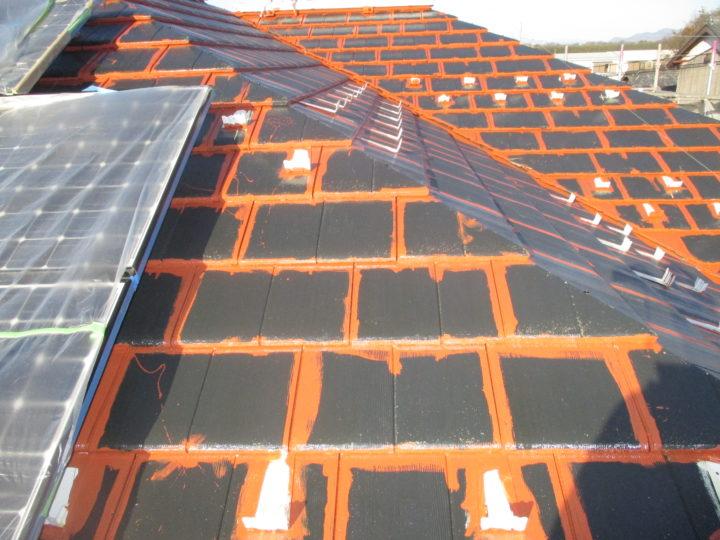 屋根 中塗り 刷毛入れ