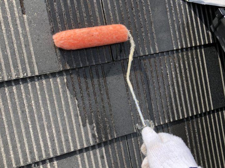 屋根カラーベスト下塗り1回目
