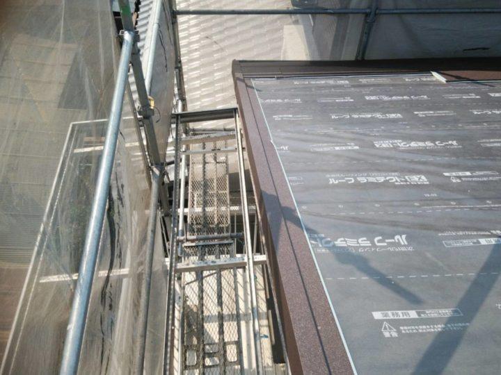 ケラバと鼻先から屋根材を取り付ける